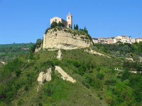 Offida in Marche: medieval lace, history and tasty food
